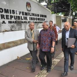 Tim Hukum PDI Perjuangan Sambangi Kantor KPU