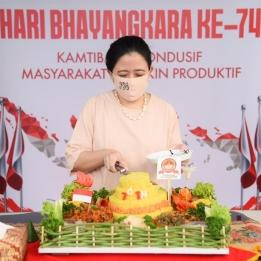 Hari Bhayangkara, Puan Beri Tumpeng Ke Anggota Polantas