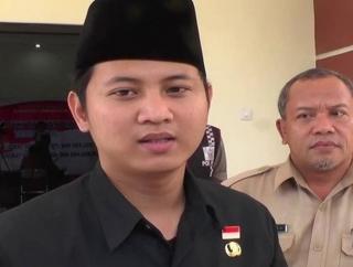 Gus Ipin Janjikan Bantuan untuk Desa Pemenang Adipura