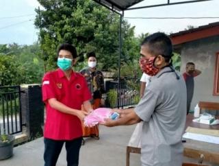 Juli Krisdiyanto Bagikan 2.500 Masker & Monitoring Karantina