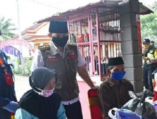 Gus Ipin Tinjau Langsung Distribusi Bantuan KPE Tahap Dua