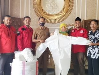 PDI Perjuangan Aceh Selatan Serahkan APD dan Masker
