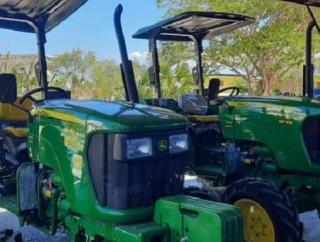Ansy & Kementan Sediakan Dua Traktor Untuk Petani Kupang