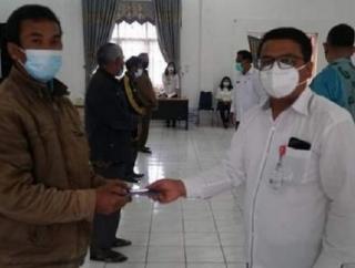 Bupati Dosmar Serahkan Bantuan Perbaikan RTLH ke 149 KK