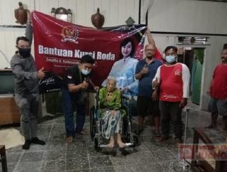 Mbak Casytha Perjuangkan Bantuan Kursi Roda Bagi Lansia