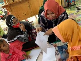 Sekolah Laut, Ratna Mengajar Anak-anak Nelayan Pesisir