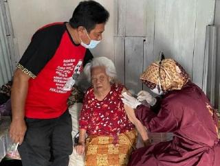 Gus Nabil Vaksinasi Door to Door Gandeng Banteng Surakarta