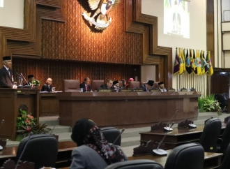 Gelar Paripurna, Dewan Tetapkan Ganjar-Yasin Pimpin Jateng