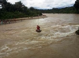 Heroik, Agus Susanto Bertaruh Nyawa Kunjungi Korban Banjir