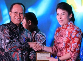Wali Kota Singkawang Raih Anugerah Kihajar 2018