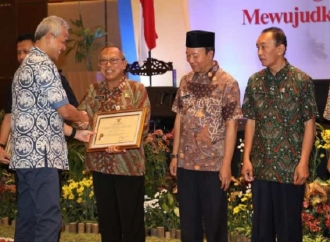 Beri 'Award' Kinerja, Ganjar Ajak Instansinya Tolak Korupsi