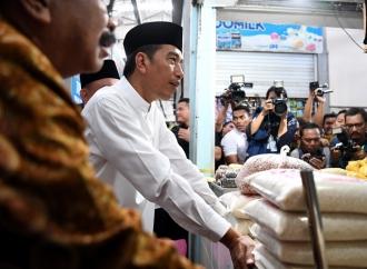 Presiden Berbelanja Sembako di Pasar Sidoharjo