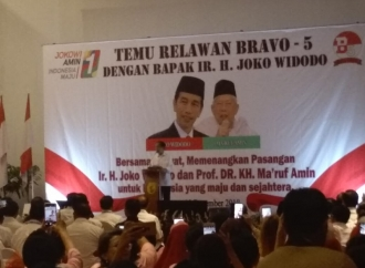 Jokowi Minta Relawan Tetap Waspada dengan Hasil Survei