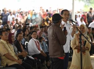 Presiden Ajak Ngobrol Petani di Cisaat