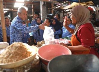 Sidak ke Pasar, Ganjar Telaten Dengar Curhatan Pedagang