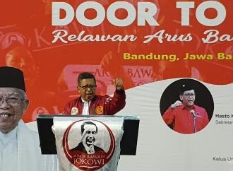 Hasto Suntik Semangat Ribuan Relawan Arus Bawah Jokowi