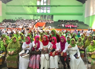 Ajeng Anjarsari Serukan Kerja Tak Henti Menangkan Jokowi