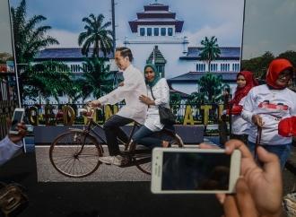 LSI Denny JA Prediksi Jokowi-Kiai Ma'ruf Menang Telak