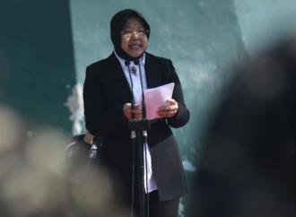 Risma Kunjungi Keluarga Anggota KPPS yang Meninggal Dunia