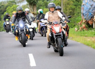 Ganjar Cek Jalur Alternatif Semarang-Magelang dengan Motor