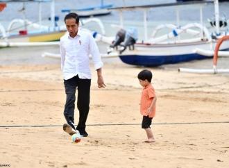 Presiden Jokowi Ajak Jan Ethes Lepas Pawai PKB ke-41