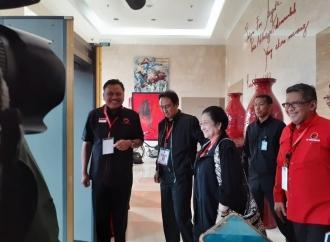 Usai Hadiri Rakernas IV, Megawati Menebar Senyuman