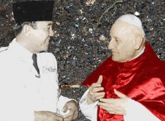 Bung Karno Raih Medali dari Pemimpin Gereja Katolik Sedunia