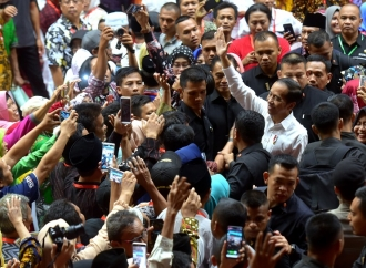 Usai Bagikan Sertifikat, Jokowi: Hati-Hati Gadaikan ke Bank