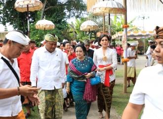 Ibu Megawati Hadiri Upacara Padiksan Penglisir Puri Gianyar
