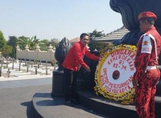 PDI Perjuangan Yogyakarta Ziarah ke TMP Kusumanegara