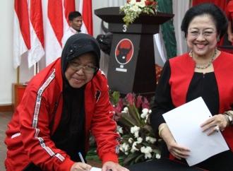 Pelantikan Tri Rismaharini di Kantor DPP PDI Perjuangan