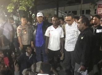 Gubernur Nurdin Abdullah Tenangkan Mahasiswa Papua