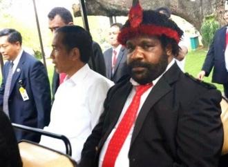 Sst, Lenis Ternyata Kepala Suku Dani di Papua