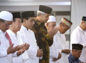 Ganjar Gelar Doa Bersama 40 Hari Wafatnya Mbah Moen