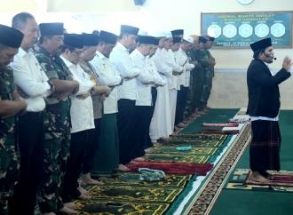 Presiden Jokowi Gelar Salat Minta Hujan di Pekanbaru