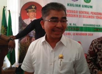 Abu Hasan serahkan JKN-KIS ke 200 Warga Wakorumba Utara