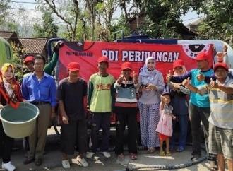 PDI Perjuangan Ponorogo Salurkan Air Bersih ke Tiga Desa