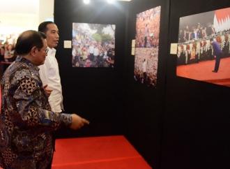 """Presiden Jokowi Apresiasi Pameran Foto """"Membangun Indonesia"""""""