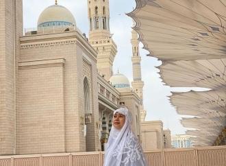 Puan Selesai Tunaikan Umrah, Hijabnya Menuai Pujian
