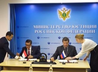 Yasonna Tandatangani Perjanjian MLA dengan Rusia