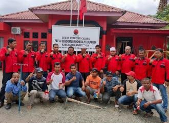DPC PDI Perjuangan Bergotong-royong Benahi Kantor