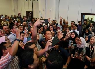 Presiden Jokowi Tinjau 'Integrated Digital Work' di Bappenas