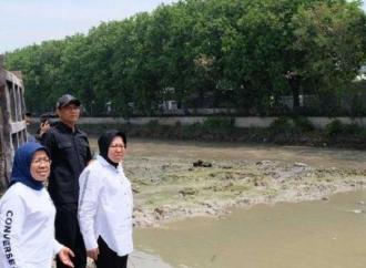 Penanganan Banjir, Risma Lebih Sigap Dibanding Anies