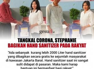 Tangkal Corona, Stephanie Bagikan Hand Sanitizer Pada Rakyat