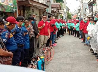Basmi Corona, PDI Perjuangan Jakut Semprot Disinfektan