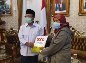 Diah Serahkan Bantuan APD untuk Tenaga Medis di Cianjur