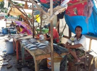 Donatus Minta Pemkab Sikka Tertibkan Harga Pasar