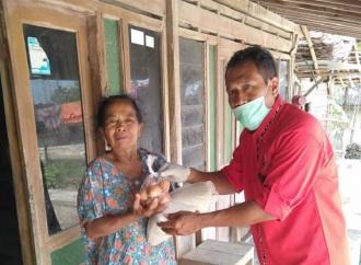 PDI Perjuangan Sragen Salurkan Sembako, Tak Lupa Disinfektan