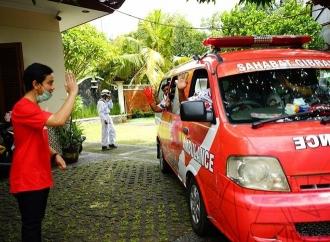 Relawan Gibran Serahkan 1.000 APD untuk 12 RS di Solo