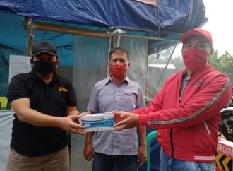 Agung Salurkan Bantuan Sudin di Kecamatan Gisting